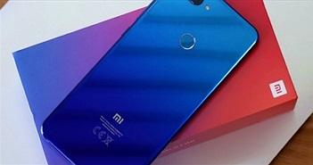 """""""Đập hộp"""" Xiaomi Mi 8 Lite với một phụ kiện độc lạ bên trong"""