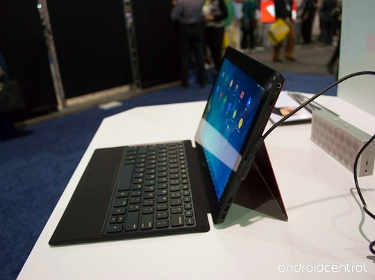 Tablet Android phong cách Microsoft Surface