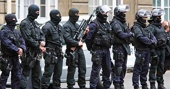 Soi trang bị của đặc nhiệm Pháp vừa truy bắt, tiêu diệt khủng bố