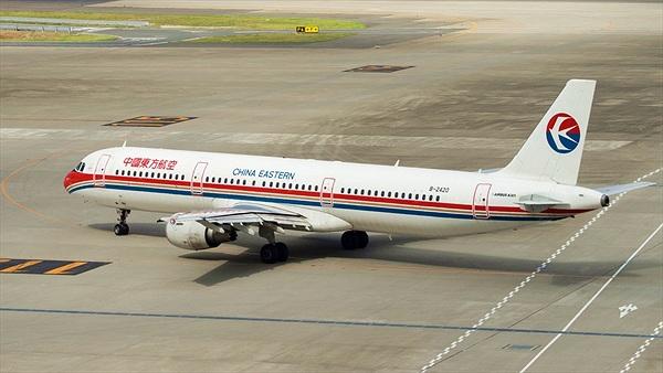 Khách Trung Quốc mở tung cửa thoát hiểm khi máy bay đang cất cánh