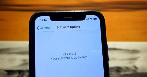 """CẢNH BÁO: iPhone sẽ """"đuối sức"""" khi cập nhật lên iOS 11.2.2"""