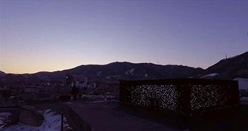 Tòa nhà đen nhất thế giới trông như trời sao