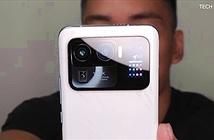 Xiaomi Mi 11 Ultra được trang bị hẳn màn hình nhỏ cạnh camera sau