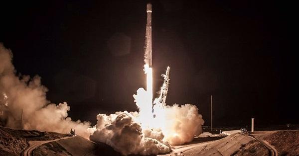 SpaceX sắp phóng 5 tên lửa trong một tháng