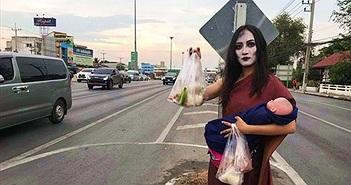 """""""Ma nữ"""" tay bế búp bê tay bán thịt nướng bên đường cao tốc"""