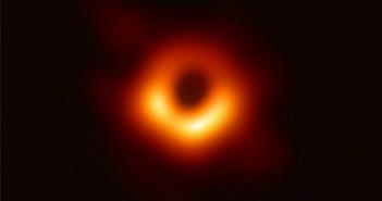 Google Doodle hôm nay là bức ảnh đầu tiên trong lịch sử về hố đen vũ trụ