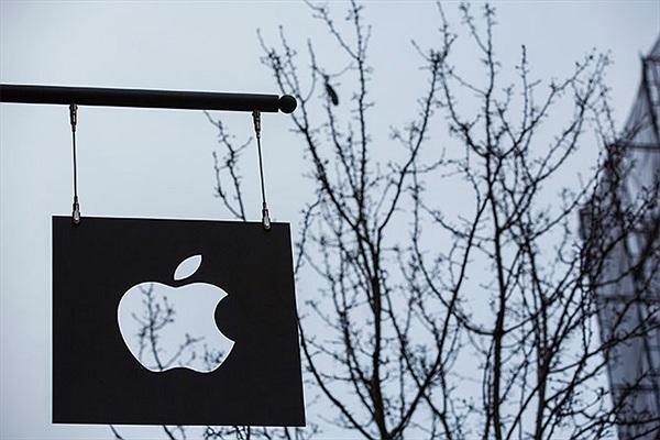 Giả nhân viên Apple Store, trộm hàng chục chiếc iPhone
