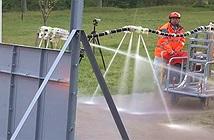 """Các nhà khoa học Nhật Bản trình làng vòi phun nước biết tự động """"bay"""" đến đám cháy"""