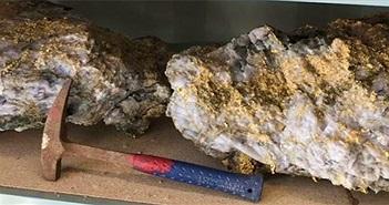 Thợ mỏ Úc tìm thấy hai tảng đá ngậm vàng trị giá 11 triệu USD