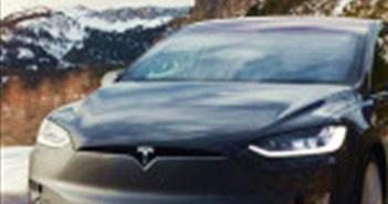 Tesla tăng tốc độ sản xuất bằng cách giảm số lượng màu xe