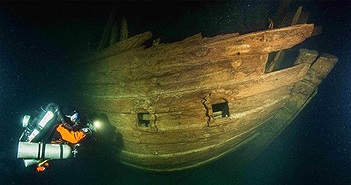 """""""Tàu ma"""" hiện hình nguyên vẹn sau 400 năm bị biển Baltic nuốt chửng"""
