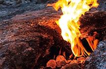 Hòn đá cháy 2.500 năm ở Thổ Nhĩ Kỳ