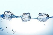 Tại sao nước đá là thể rắn nhưng lại nổi?