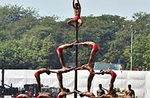 Xem lính Ấn Độ biểu diễn tuyệt kỹ xiếc múa cột quân sự