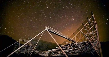 Người ngoài hành tinh đang liên lạc với Trái Đất bằng sóng bí ẩn?