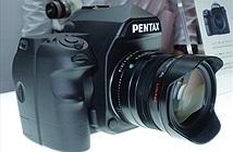 [CP+ 2015] Những hình ảnh thực về chiếc DSLR Full Frame đầu tiên của Pentax