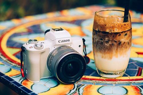 Trên tay máy ảnh không gương lật Canon EOS M50: lấy nét nhanh, quay