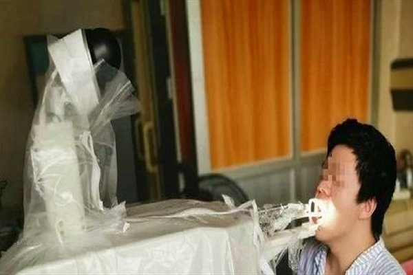 Robot Trung Quốc thay y tá lẫy mẫu bệnh phẩm