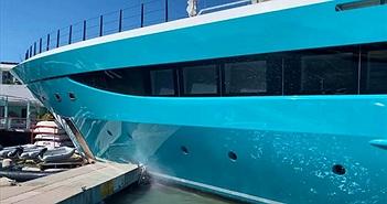 Hoảng hốt vì siêu du thuyền trị giá 90 triệu USD đâm vào bến tàu