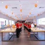 Fan xếp hàng dài trong ngày khai trương Mi Store ủy quyền đầu tiên tại Hà Nội
