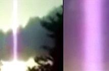 Bí ẩn cột năng lượng tím quái đản xuất hiện từ trên trời