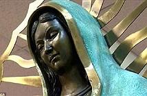 Lạ lùng bức tượng Đức mẹ đồng trinh nhỏ lệ tỏa hương như hoa hồng