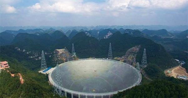 """Trung Quốc công bố kế hoạch """"săn"""" người ngoài hành tinh bằng kính viễn vọng lớn nhất"""