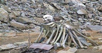 Rùng mình thăm thú hồ hài cốt, chất đầy xương người ở Himalaya