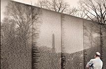 13/11/1982 - Nước mắt Mỹ tại Bức tường chiến tranh Việt Nam