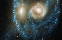 """Sửng sốt """"khuôn mặt ma"""" trong không gian lọt ống kính Hubble"""