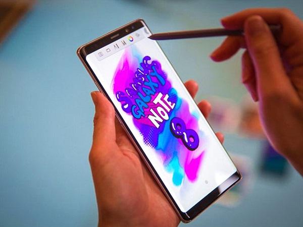 Vì sao 99% smartphone tại Việt Nam không bán qua nhà mạng?