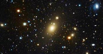 Kỷ lục lỗ đen cực nặng trong thiên hà trung tâm Abell 85
