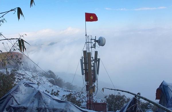 VinaPhone chính thức phủ sóng trên đỉnh Fansipan trong giá rét âm 3 độ