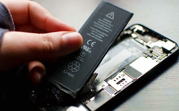 Đổi pin iPhone 5 bị lỗi tại FPT Shop