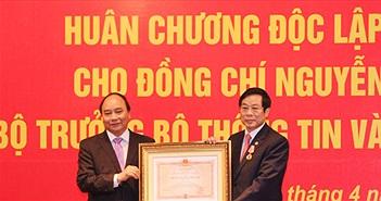 Trao tặng Huân chương Độc lập hạng Nhì cho nguyên Bộ trưởng Bộ TT&TT Nguyễn Bắc Son