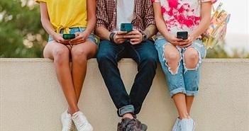 """Thị trường Smartphone phổ thông: Cuộc chơi của những """"Trái Tim Thép"""""""