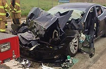 Xe Tesla gây tai nạn, đâm vào đuôi xe cứu hỏa khi đang dừng đèn đỏ