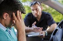 Lái xe hành động lạ khi gặp cảnh sát... kết đắng ngắt