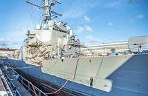 Biến dạng kinh hoàng thân siêu hạm Mỹ bị tàu hàng tông