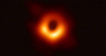 """Siêu lỗ đen ở trung tâm dải Ngân Hà đang """"đói"""" hơn bao giờ hết"""