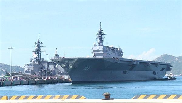 Ba tàu Lực lượng Tự vệ trên biển Nhật Bản cập cảng Cam Ranh