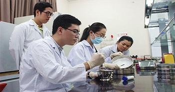 Tiêm xi măng sinh học để hàn gắn xương