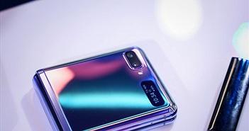 Galaxy Z Flip đấu Motorola Razr: Bản nâng cấp hoàn hảo của Razr