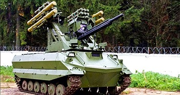 Robot chiến đấu Nga lần đầu tiên xuất hiên trên Quảng trường Đỏ