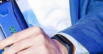 Có phải CEO Xiaomi đang đeo Mi Band 3?