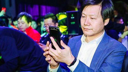 Mi Band 3 xuất hiện trên tay CEO Lei Jun khi ra mắt Black Shark?