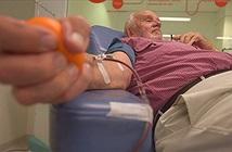 Gặp gỡ người đàn ông hiến máu trường kỳ, cứu sống hơn 2,4 triệu đứa trẻ