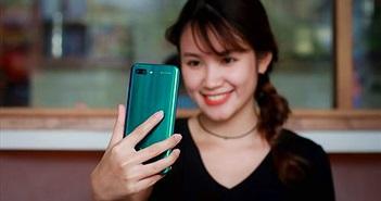 Khui hộp Honor 10 mới về Việt Nam: thiết kế bắt mắt, AI camera, giá 10,8 triệu