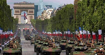Quân đội Pháp duyệt binh hoành tráng mừng Quốc khánh