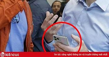 Lộ ảnh CEO Apple cầm iPhone XI mới nhất trên tay, nhưng sự thật lại khác một trời một vực